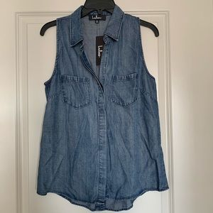 NWT Lulus Sleeveless Chambray Button Down Top